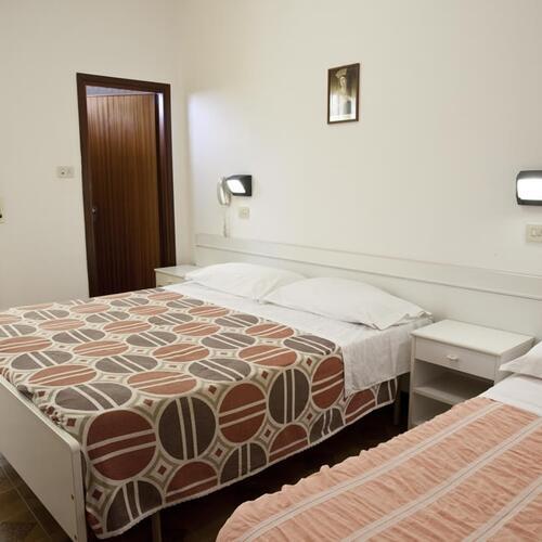hotel lea die liste der serviceleistungen des hotel lea 2 sternein rimini. Black Bedroom Furniture Sets. Home Design Ideas